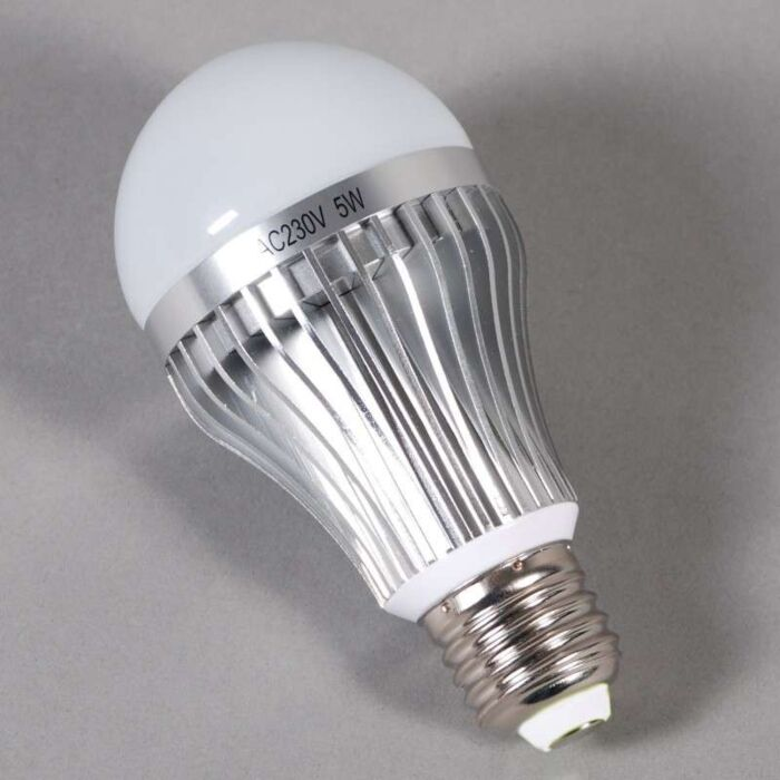 LED-žárovka-s-vláknem-E27---5W-=-45W-světlo