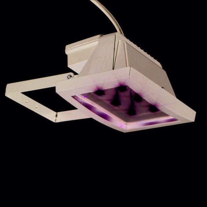 LED-reflektor-černý